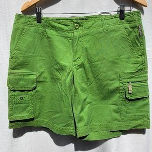 COLUMBIA Green Multi pockets Casual Short
